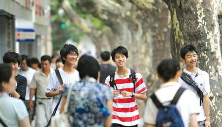 杭州青少年白癜风的发病原因是什么呢?