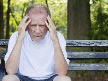 老人为什么会患上白癜风